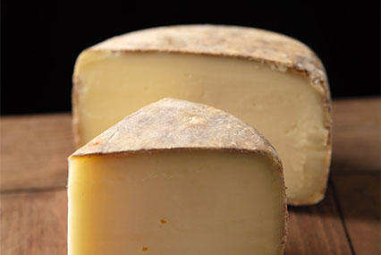 tomme fromage coupée