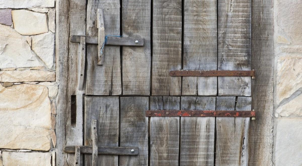 Porte bois ferme Pays Basque