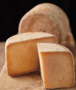 Fromage au Piment d'Espelette découpé - Fromage basque - Tranche de fromage piment d'Espelette - Plateau de fromage basque
